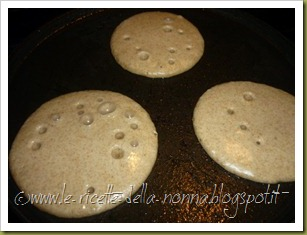 Pancakes ai quattro cereali con latte di soia, zucchero di canna e sciroppo d'agave (5)