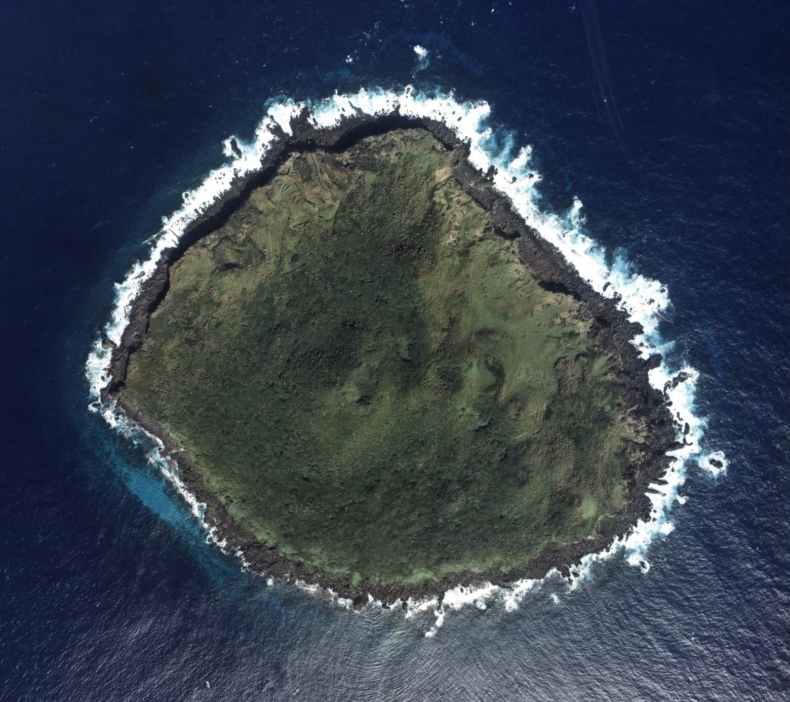 Aerial photo of Kuba-shima (久場島)/Huángwěiyǔ (黃尾嶼/黄尾屿), one of the Senkaku/Diaoyu Islands disputed between Japan, China, and Taiwan