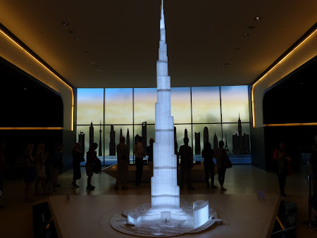 Obiective turistice Dubai: intrare Burj Khalifa