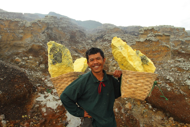 Alit and his 85 kilogram sulphur load - Kawah Ijen, Indonesia