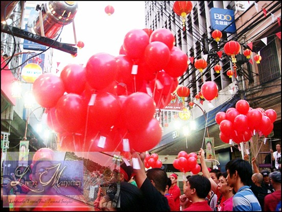 500 wishes tied on 500 red balloons