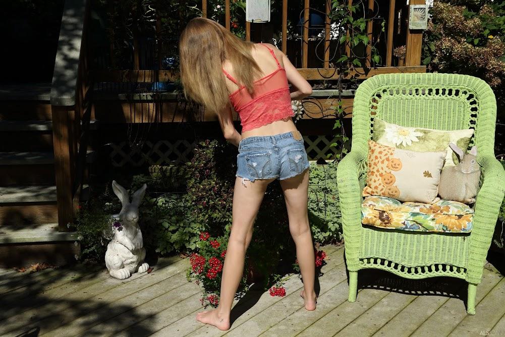 [Nakety] Hannah Hays - PollinatingReal Street Angels
