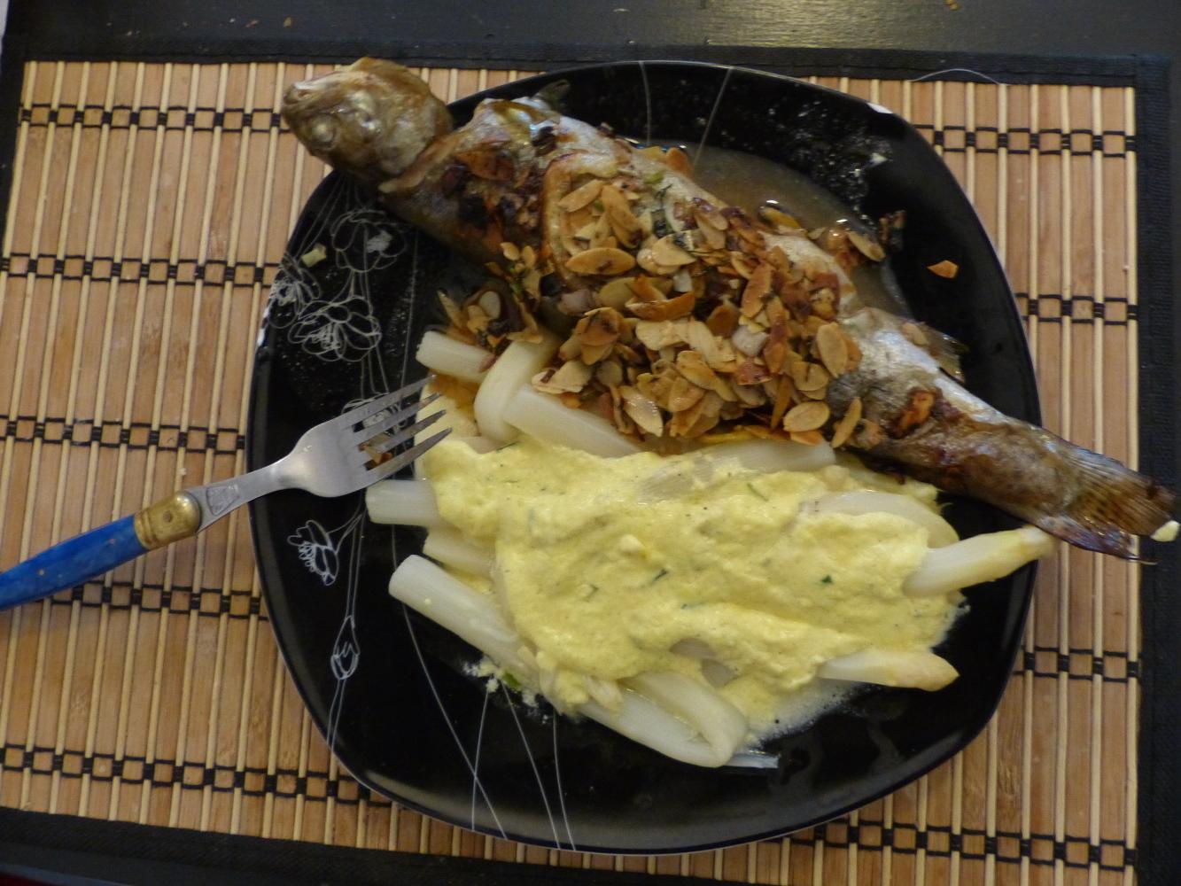 Le résultat final, une truite au four aux asperges