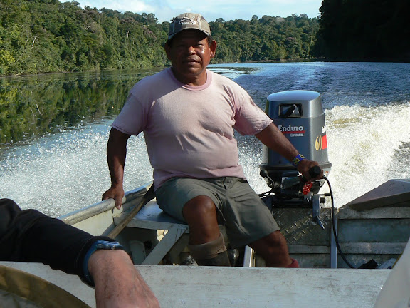 Manuel sur l'Approuague. Saut Athanase (Guyane), 20 novembre 2011. Photo : C. Renoton