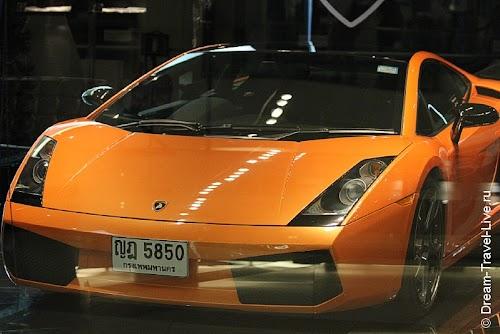 Дорогие автомобили в Siam Paragon