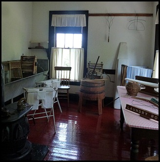 2k- Roosevelt Cottage - laundry