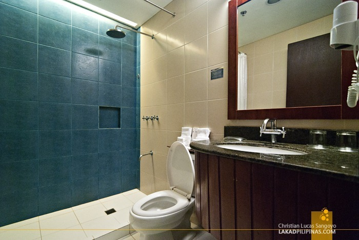 Microtel's Clean and Modern Toilet and Bath