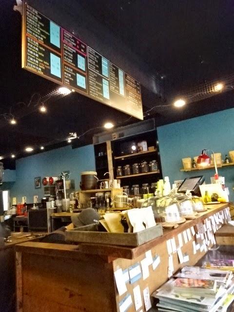 Libo cafe 中間吧台與餐點選擇.JPG
