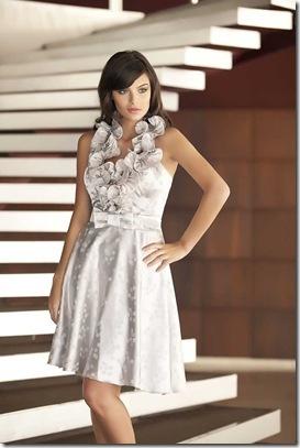 9715e2f4a ... o romantismo de Elis nas apresentações dos festivais populares com  toque dos anos 50  vestidos de cinturas marcadas