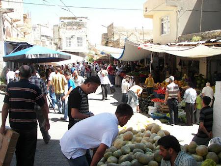 Imagini Kurdistan: bazar cu legume si pepeni