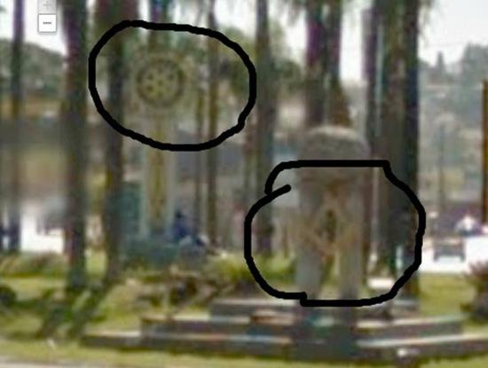 Cidade - Simbolos illuminats na entrada de itatiba marcado o simbolo