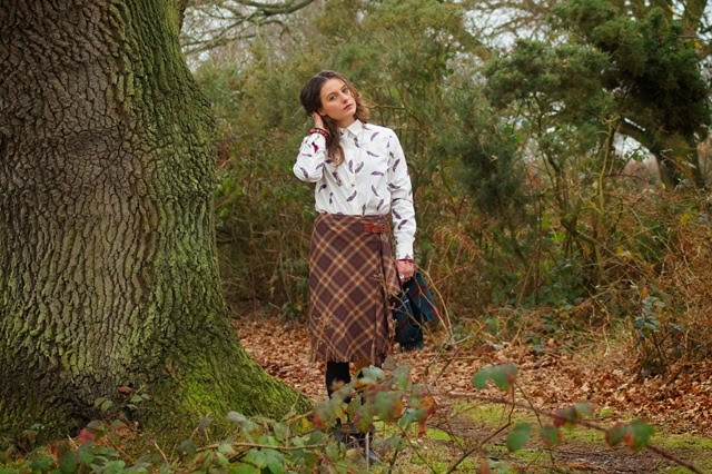 how to wear a tartan skirt