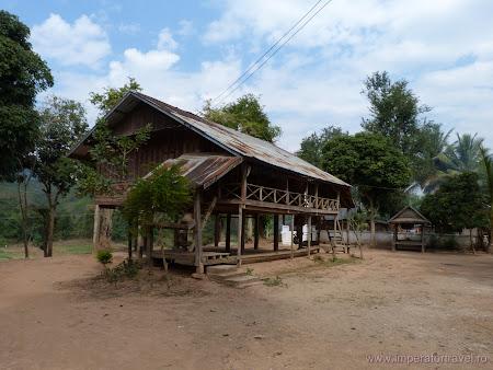 120. templu in sat.JPG