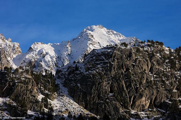 El pic de Subenuix (2950 m) des de l'Estany Redo.Parc Nacional d'Aigues Tortes i Estany de Sant Maurici.La Vall de Boi, Alta Ribagorca, Lleida