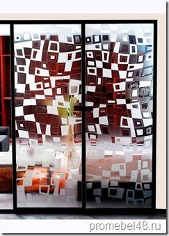 Шкаф-купе с узорчатым стеклом и зеркалом