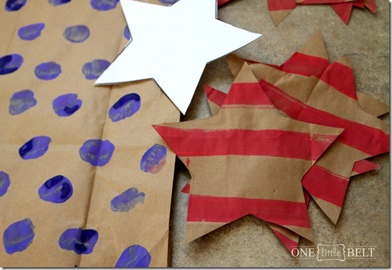 Stars and stripes patriotic banner- try this easy kid's craft for the 4th of July!!