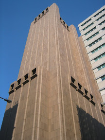 253 - El edificio misterioso.jpg