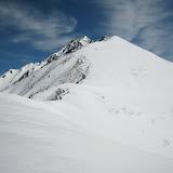 雪はガチガチで、この斜面も実は滑れない