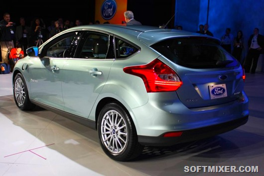 04-ford-focus-electric-ces-live-1294410719
