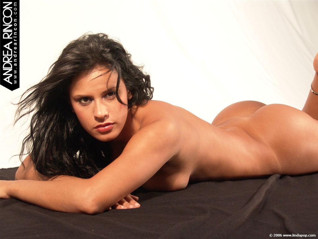 Andrea Rincon, Selena Spice Galeria 47 : Muy Sexy Sobre Una Tela Negra – AndreaRincon.com Foto 1