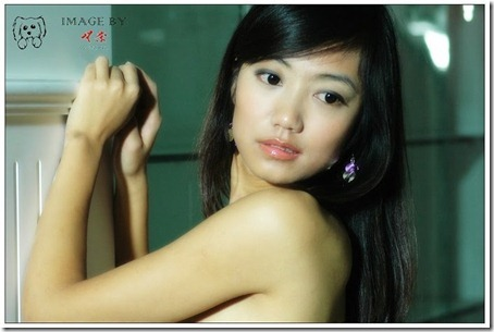 Little Hot Chinese Girl Naked in Studio Shots (15)