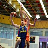Mihai Silvasan incearca sa inscrie doua puncte in meciul de calificare la Eurobasket Slovenia 2013, dintre Romania si Olanda disputat in Sala Transilvania din Sibiu, miercuri 15 august 2012.