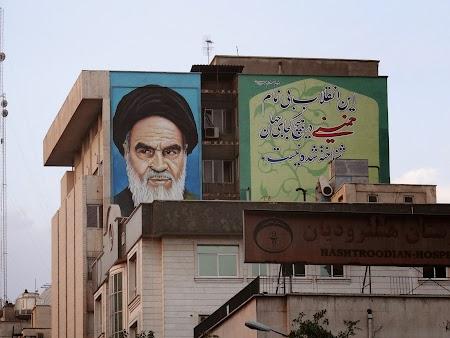 05. Imagine cu Khomeini.JPG