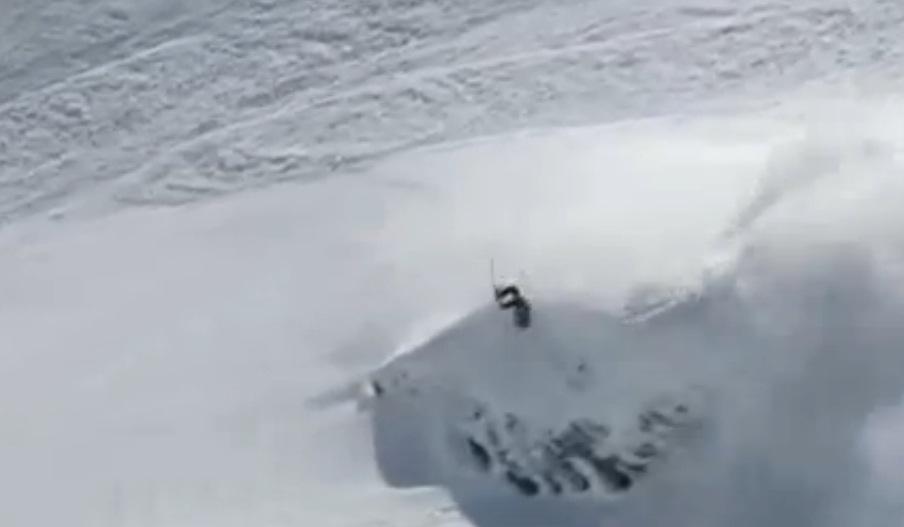 Suisse-Un skieur fait un salto arrière en pleine avalanche qu'il a déclenchée (Vidéo TF1) dans Europe skieur+avalanche+