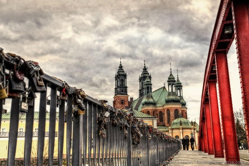 Love locks vine bridge poznan cathedral island PPS