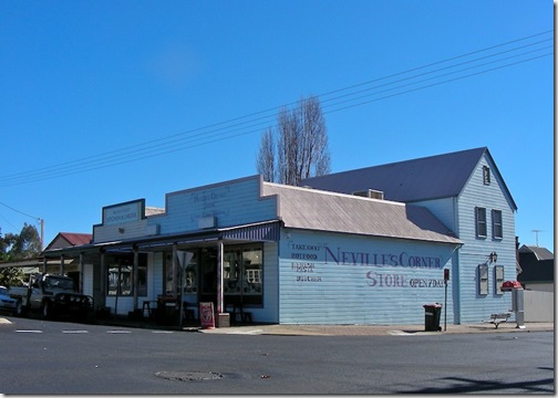 20090515-11-12-58-around-armidale--streets-and-architecture