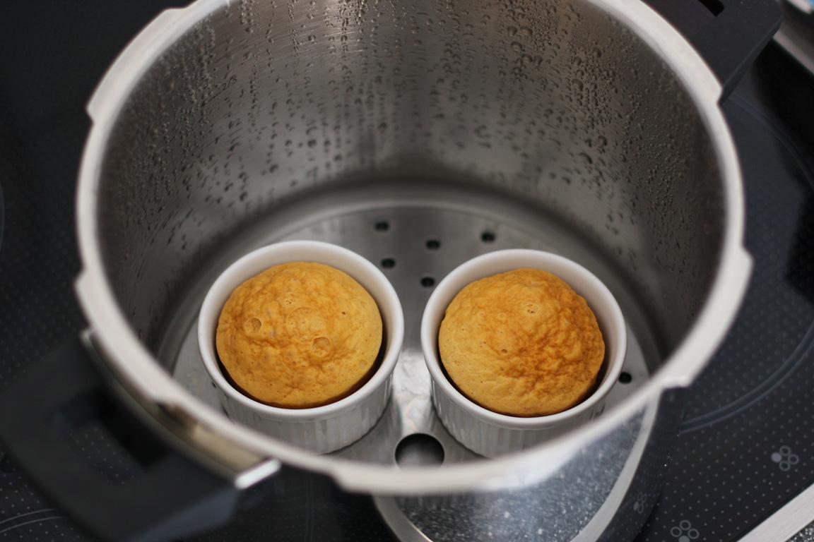 bunda nélküli bundás kenyér bundáskenyér kukta vegetáriánus tojássárgája kenyér