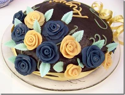 ricetta torta del diavolo torta al cioccolato rose pasta di zucchero (20)