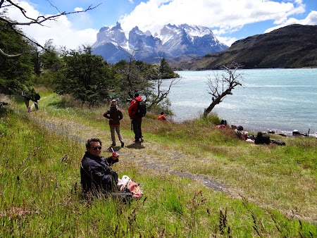 27. Mancand la Torres del Paine.JPG