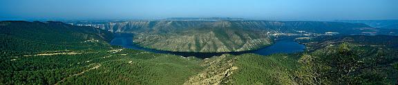 Meandre de l'Ebre des d'AlmatretA l'altra llera, el municipi de Mequinença, la Franja, AragóAlmatret, el Segrià, Lleida2002.08