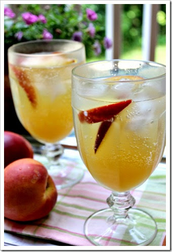 White Moscato And Peach Sangria | Mexican Drinks