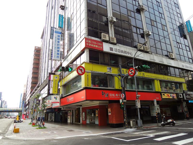 93巷人文空間就從南京東路這巷口轉進去.jpg