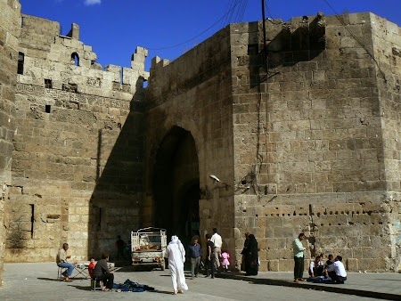 29. Zidurile cetatii Alep.JPG