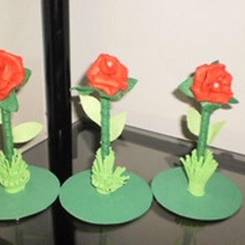 Lembrancinhas - caneta decorada com flores de feltro