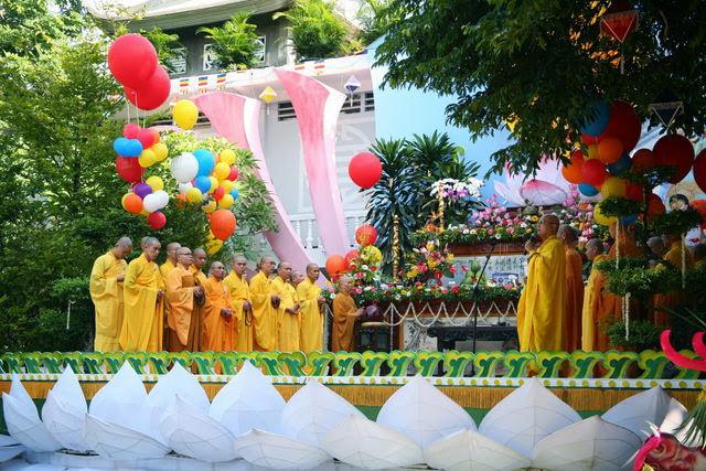 IMG 1722 Đại lễ Phật đản PL 2557 tại Tu viện Quảng Hương Già Lam