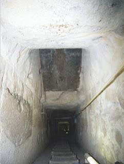 место разветвления волноводов и вид на гранитную линзу (пробку) пирамиды хеопса
