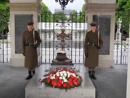 02. Mormantul Soldatului Necunoscut - Varsovia.JPG