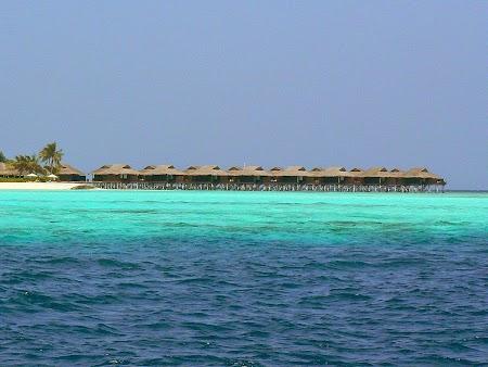 12. Mare de diverse culori in Maldive.JPG