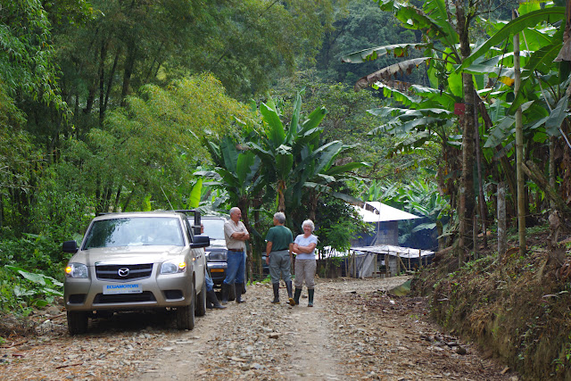 Départ du sentier pour Los Cedros, 1100 m. San Miguel de Chontal (Intag, Imbabura, Équateur), 18 novembre 2013. Photo : J.-M. Gayman