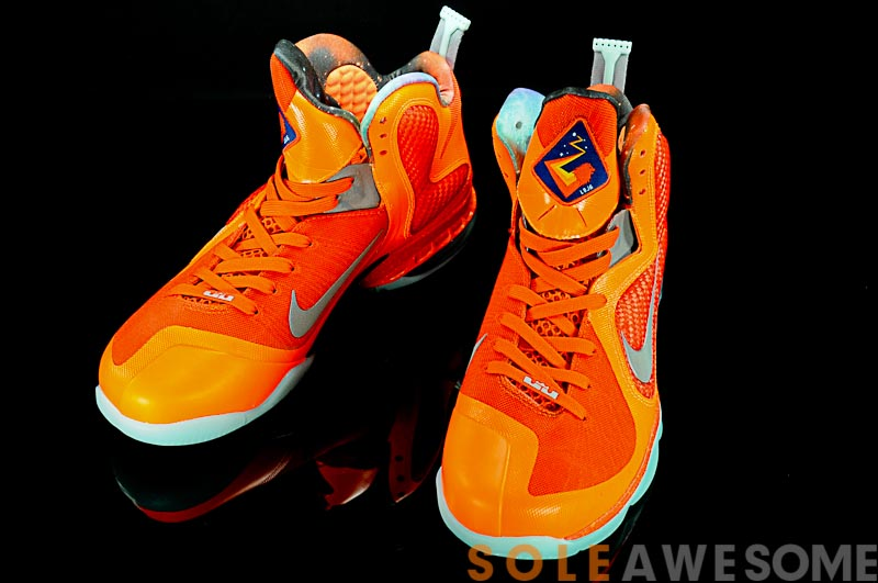 best loved 05918 73aea ... Check out LeBron James8217 Glowinthedark AllStar shoes8230 Again