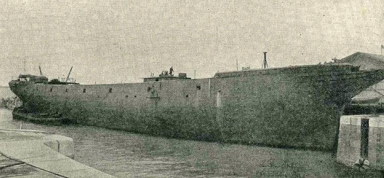 La ELENA ya desprovista de los puntales de carga de carbón. Matagorda. 1918 o 1919. Foto revista Catalunya Maritima. 1920.jpg