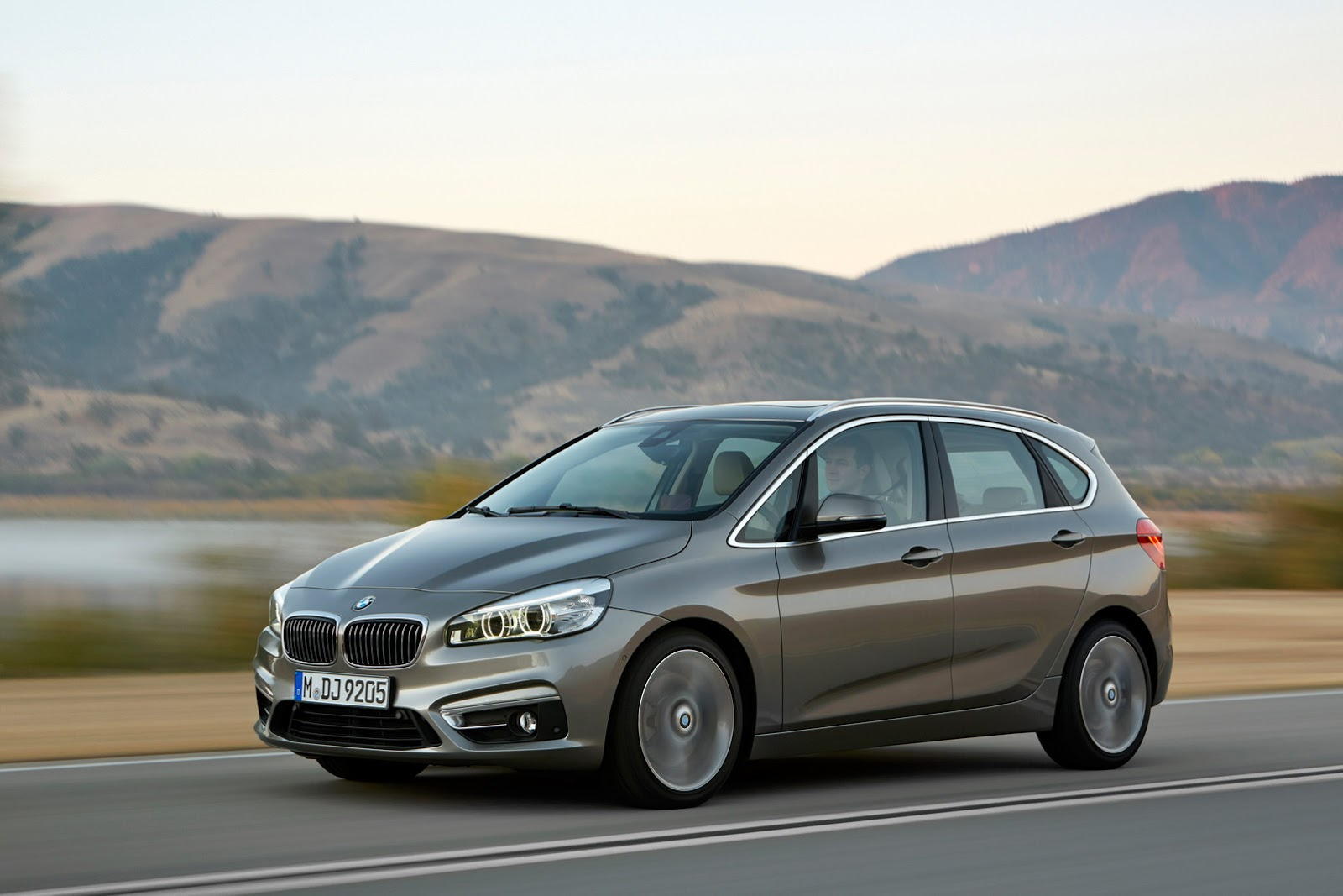[Resim: BMW-2-Serisi-Active-Tourer-2015-06.jpg]