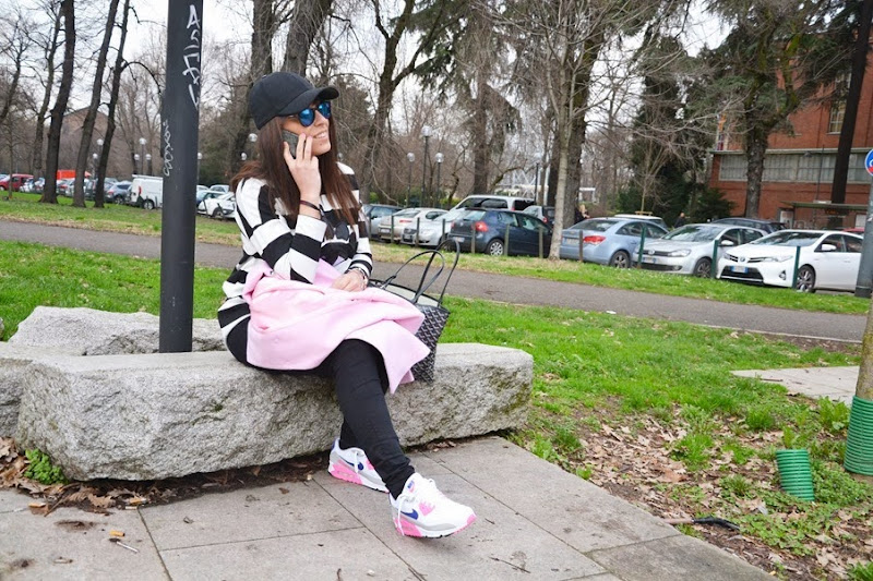 pink-coat-must-have-street-style-outfit-iphone