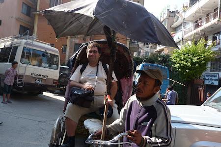Transport Nepal: ciclo ricsa in Kathmandu