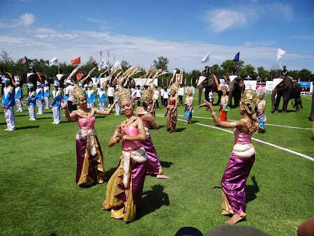 09. Dansatoare traditionala Thailanda.JPG