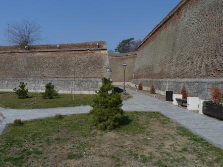 Istorie Romania: ziduri aparare cetate Alba Iulia